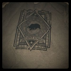 2x grey California bear shirt, perfect shape 9-10